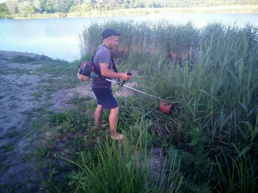 В Новомосковске активисты возрождают заброшенный пляж, фото-1