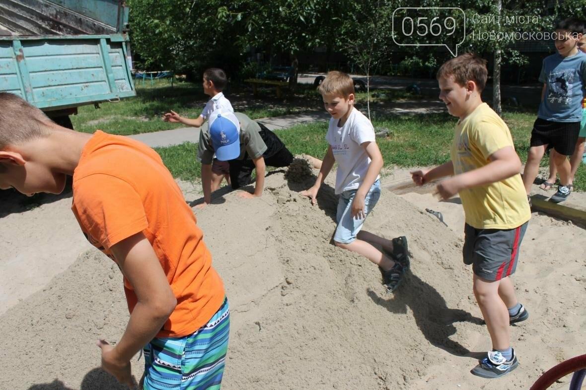 «Наш Новомосковск» наполнил песочницы для маленьких горожан, фото-3