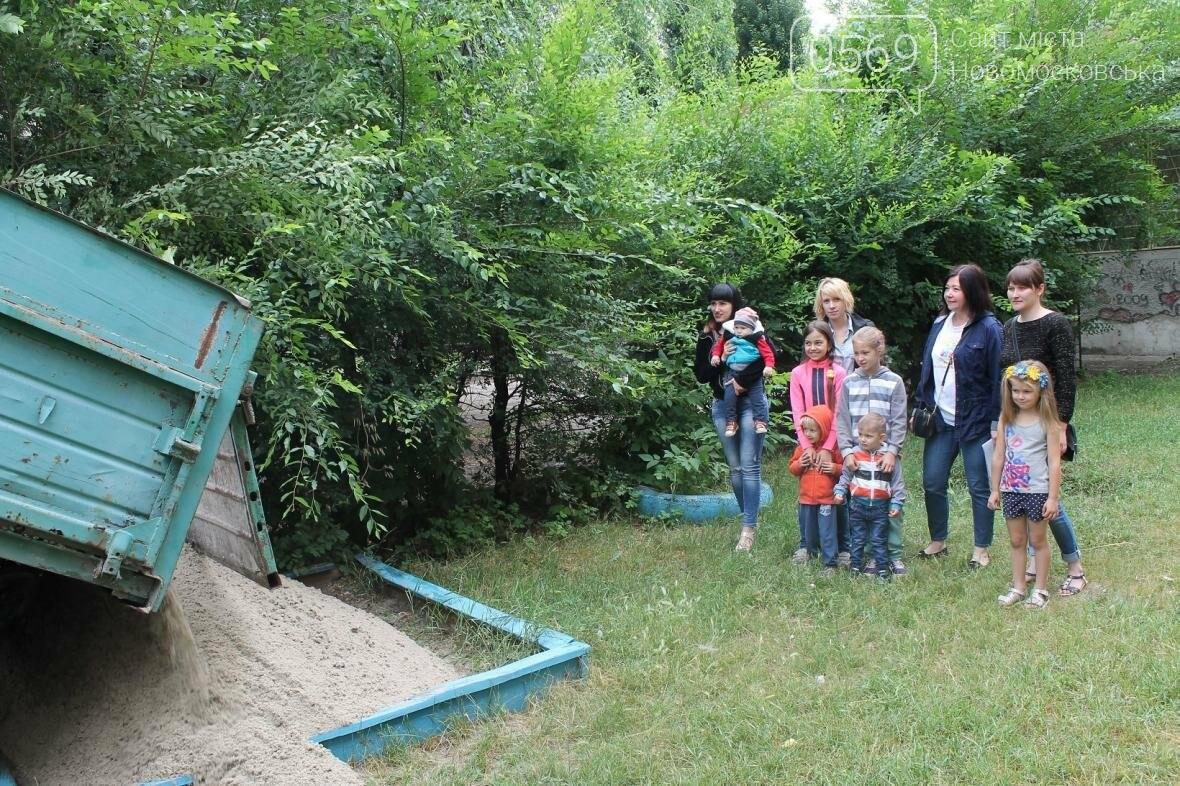 «Наш Новомосковск» наполнил песочницы для маленьких горожан, фото-5