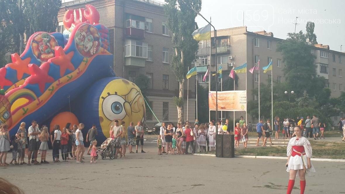 В Новомосковске День Конституции отметили праздничным концертом, фото-2