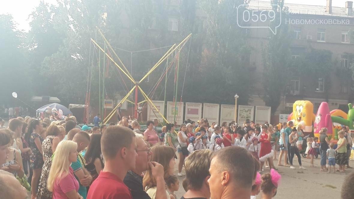 В Новомосковске День Конституции отметили праздничным концертом, фото-3
