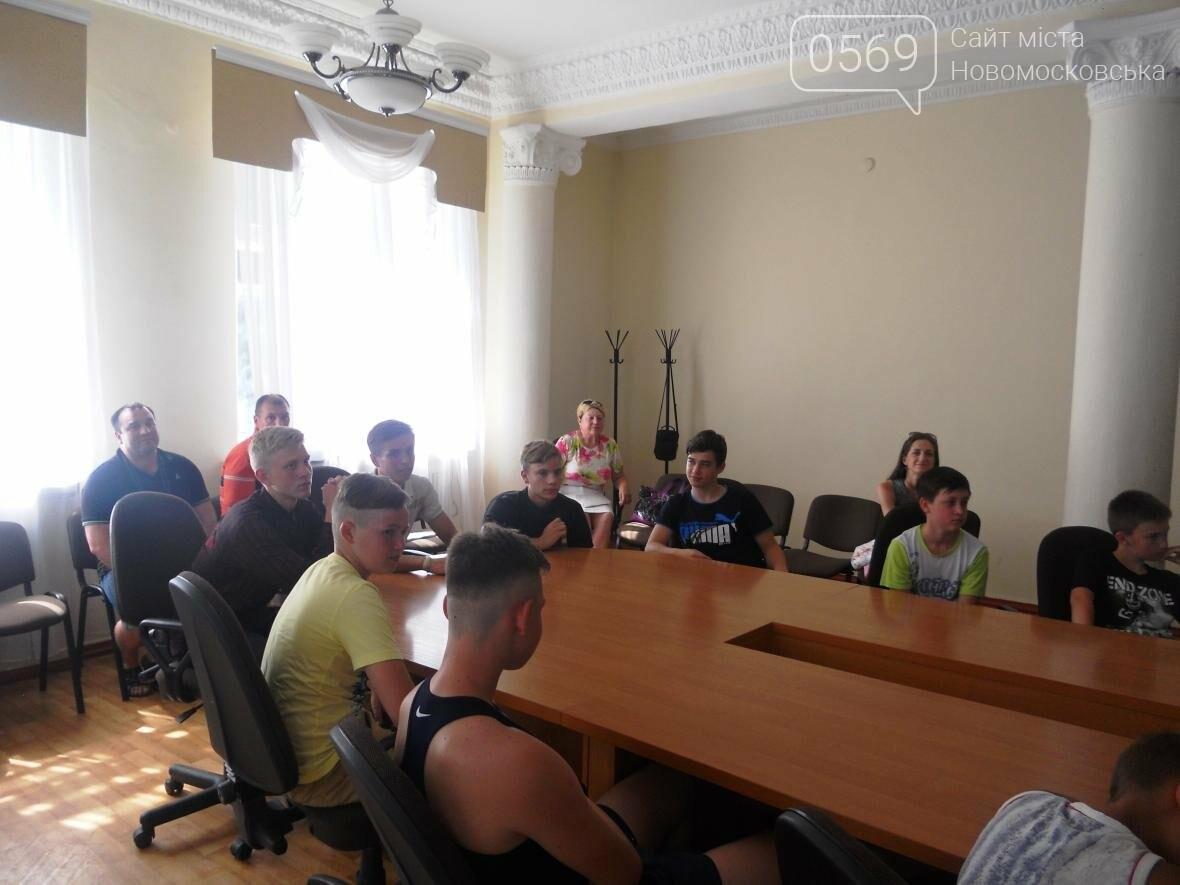 В Новомосковске чествовали чемпиона, фото-5