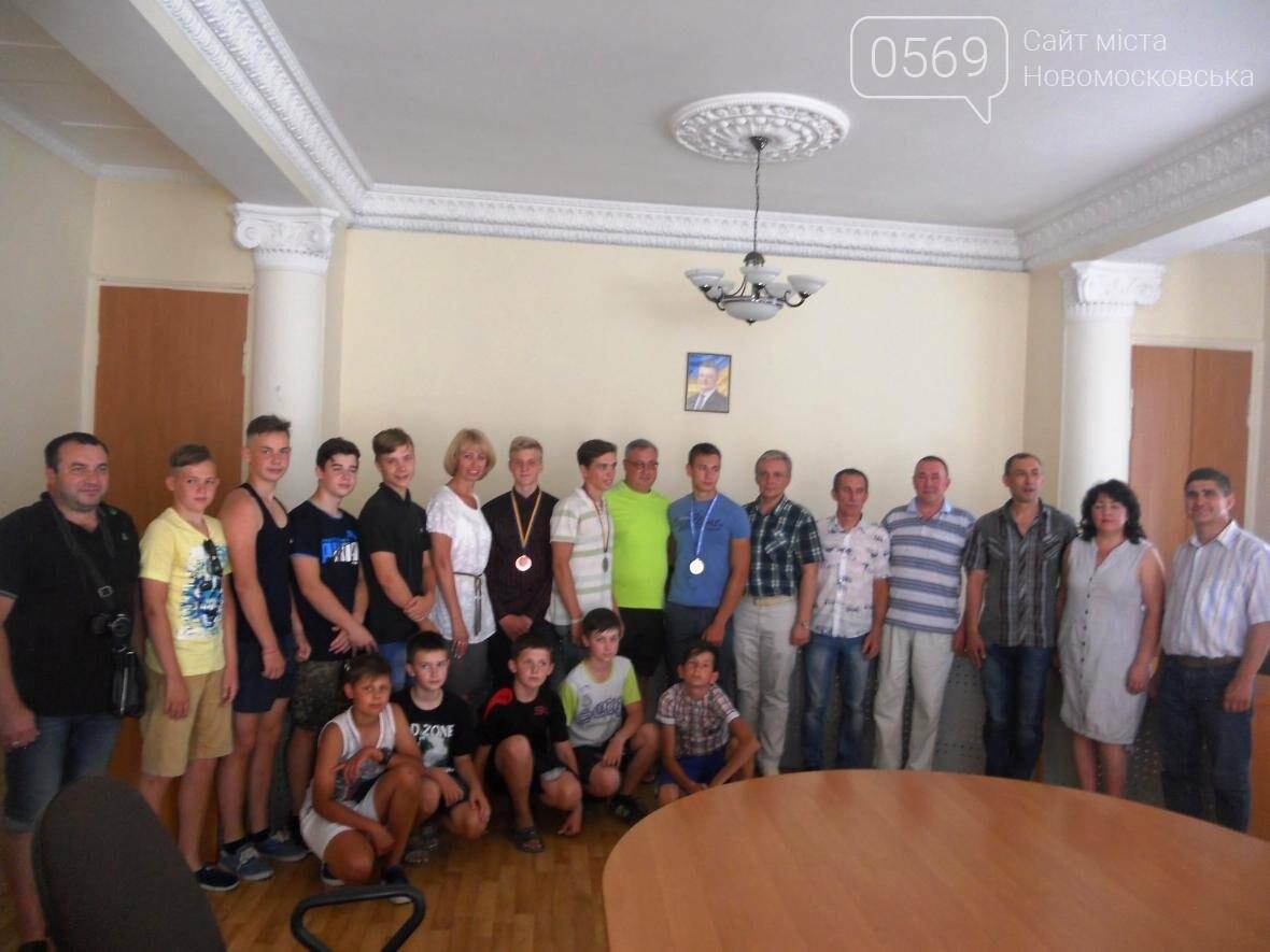В Новомосковске чествовали чемпиона, фото-1