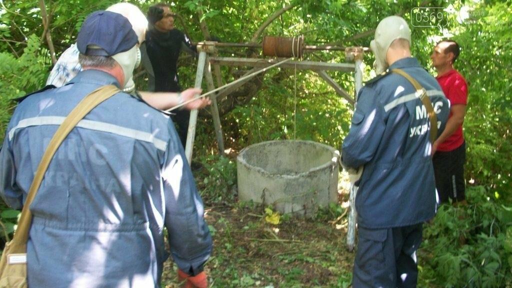 Новомосковский район: спасатели и водолазы достали из колодца тело женщины, фото-2