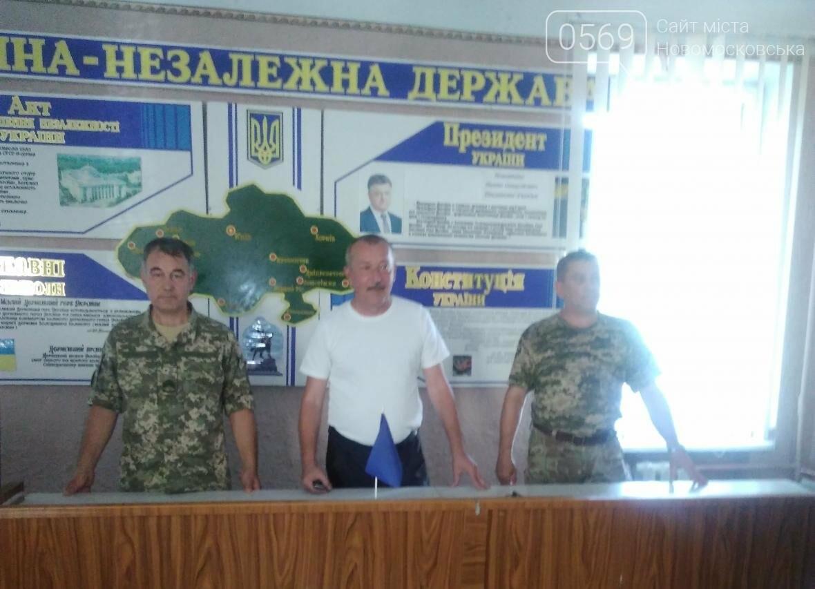 Безробітним новомосковцям розповіли про переваги контрактної служби, фото-1