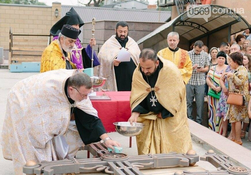 В Днепре освятили кресты и колокола армянской церкви, фото-1
