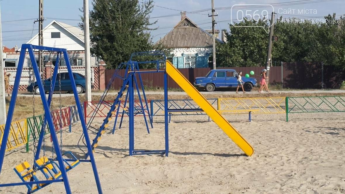 В Новомосковске открыли новую детскую площадку, фото-1