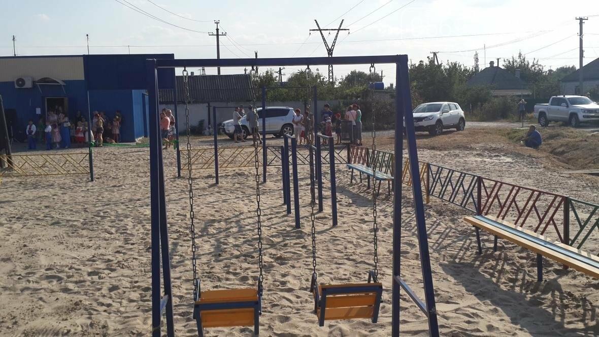 В Новомосковске открыли новую детскую площадку, фото-2