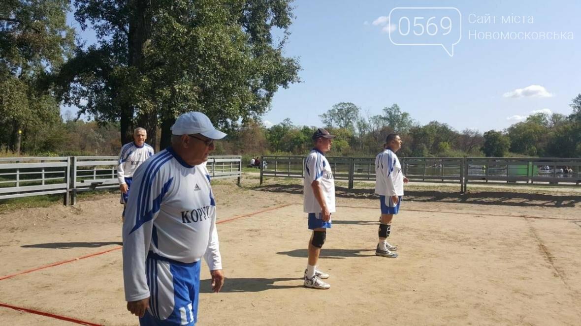 В Новомосковске прошел волейбольный турнир среди ветеранов, фото-1
