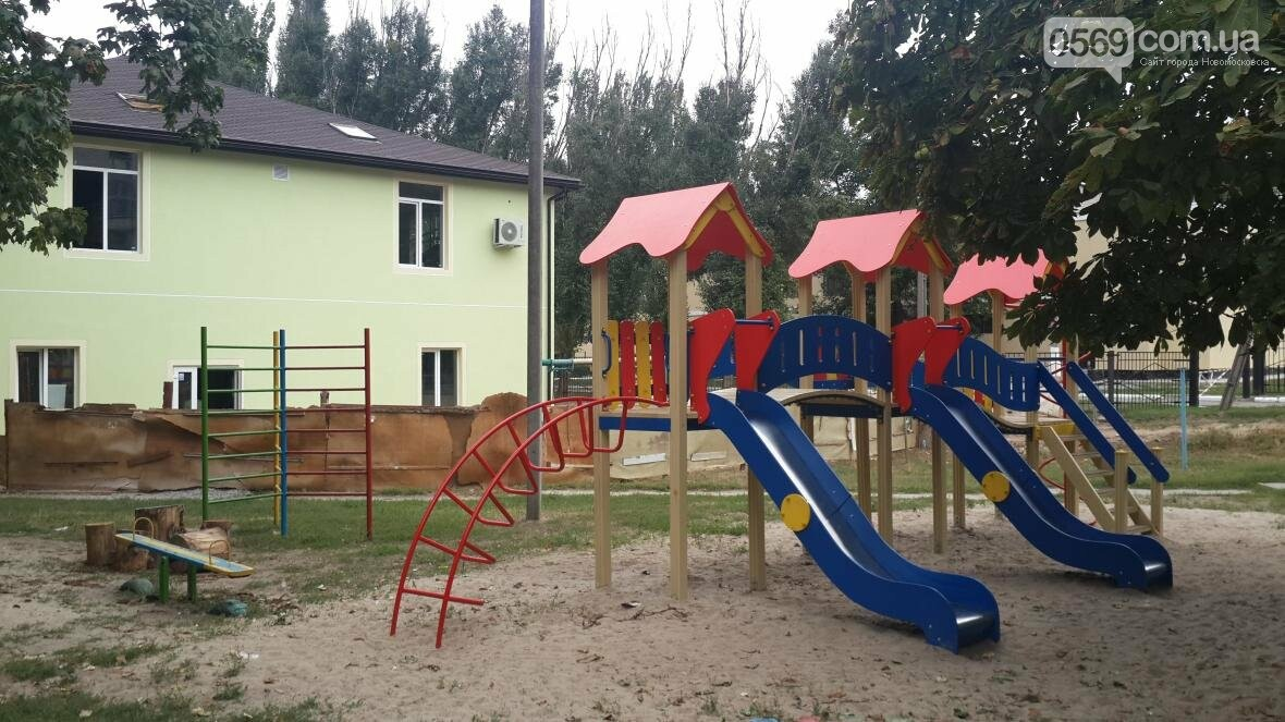 В Новомосковске за неделю открыли две детские площадки, фото-1