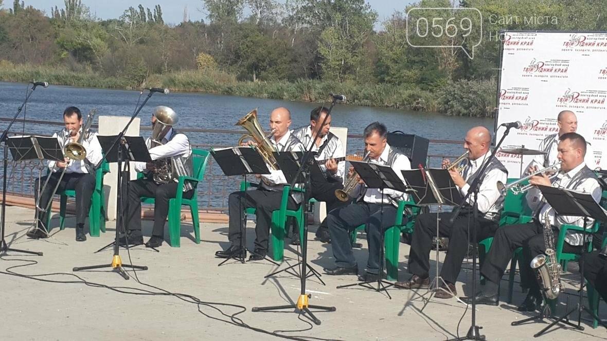 На набережной Новомосковска играл оркестр , фото-3