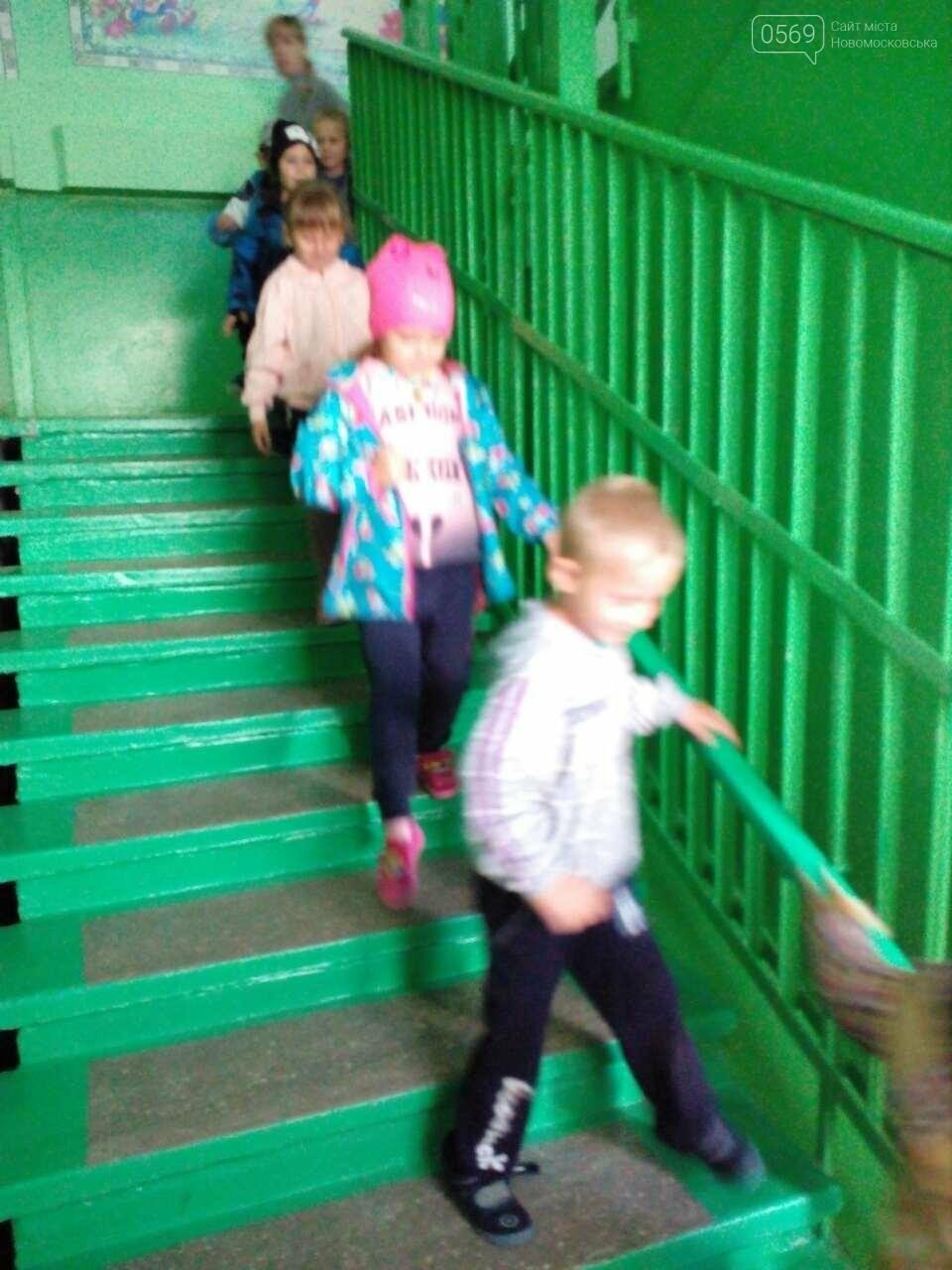 В Новомосковске отрабатывают эвакуацию детей, фото-1
