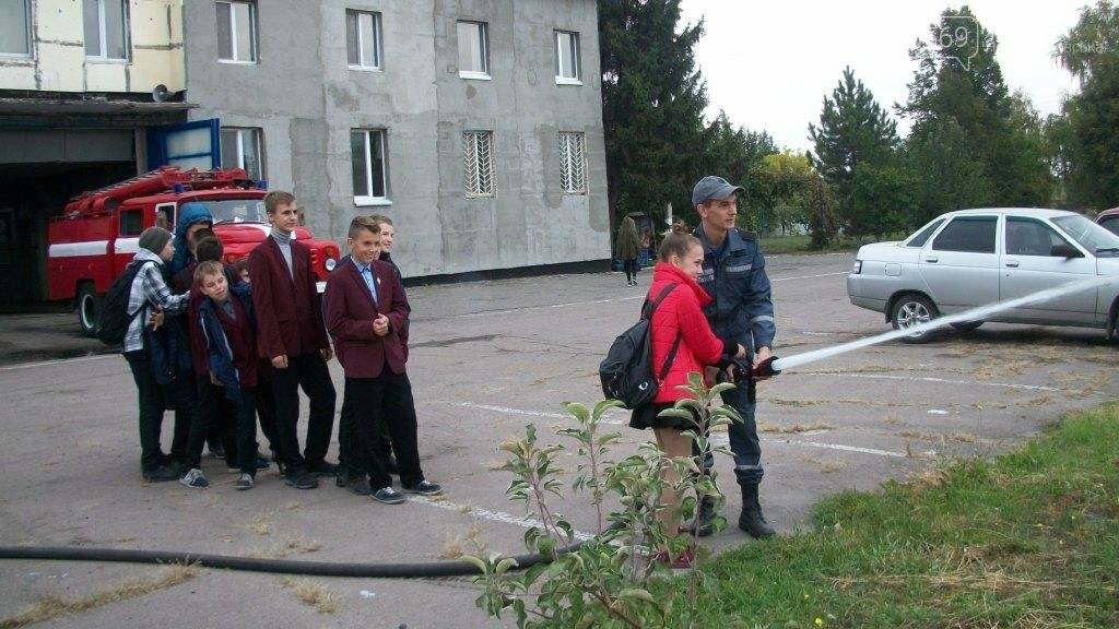Новомосковские спасатели учат школьников основам безопасности жизнедеятельности, фото-2