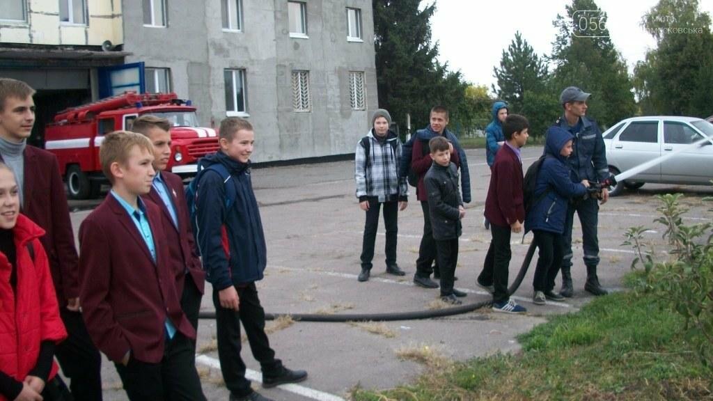 Новомосковские спасатели учат школьников основам безопасности жизнедеятельности, фото-5