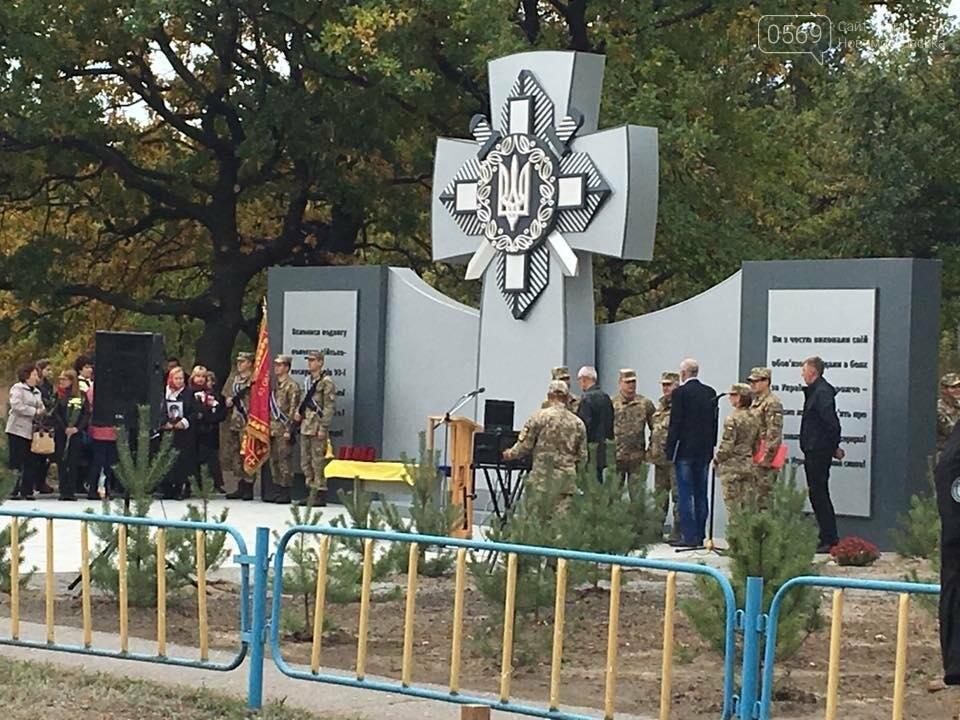 В Новомосковском районе открыли памятник погибшим бойцам, фото-1