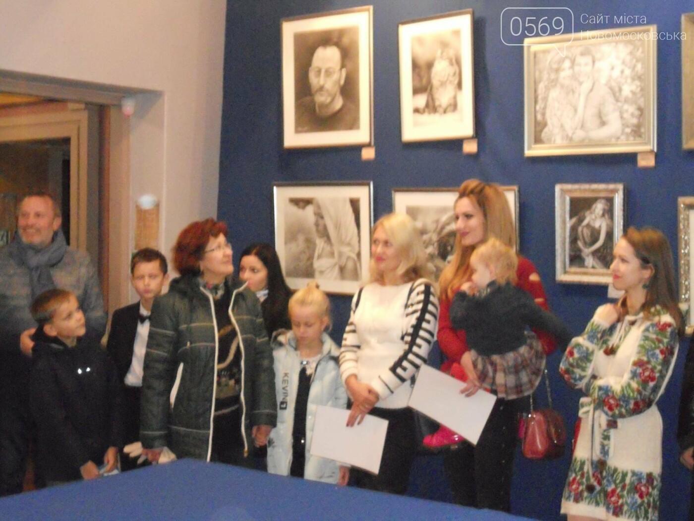 В Новомосковске открылась выставка молодых художников, фото-18
