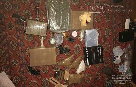 В оселі новомосковця знайшли 12 пістолетів і більше 1000 патронів, фото-2