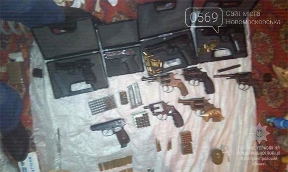В оселі новомосковця знайшли 12 пістолетів і більше 1000 патронів, фото-3