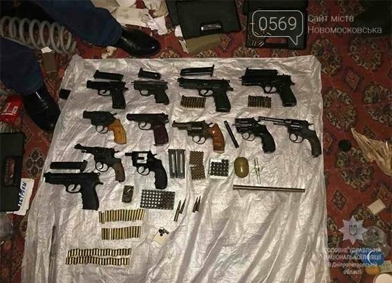 В оселі новомосковця знайшли 12 пістолетів і більше 1000 патронів, фото-5