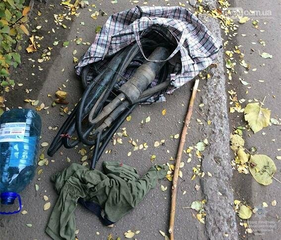 В центрі Новомосковська чоловік викрав десятки метрів телефонного кабелю, фото-2