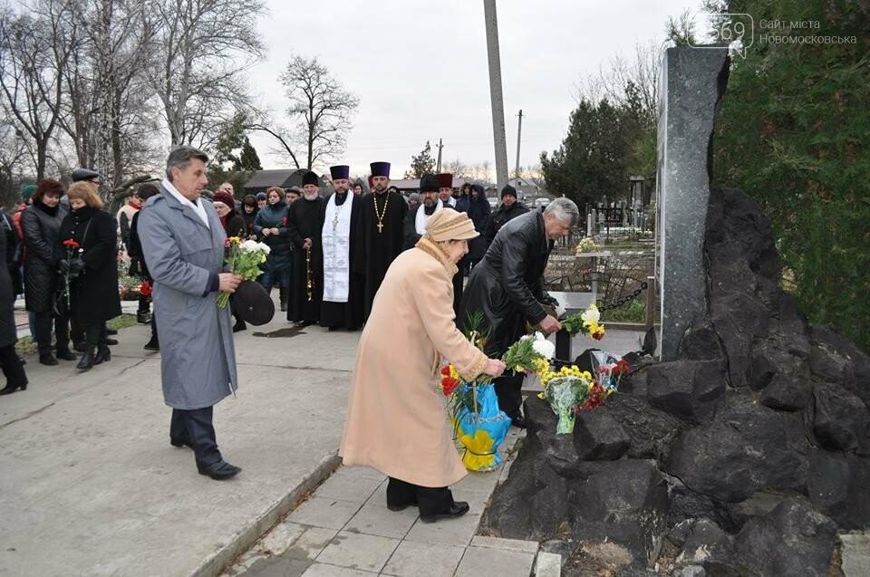 В Новомосковську вшанували пам'ять жертв голодомору, фото-4