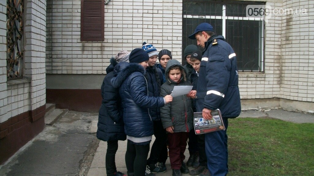 Рятувальники Новомосковська нагадали населенню елементарні правила безпеки, фото-4
