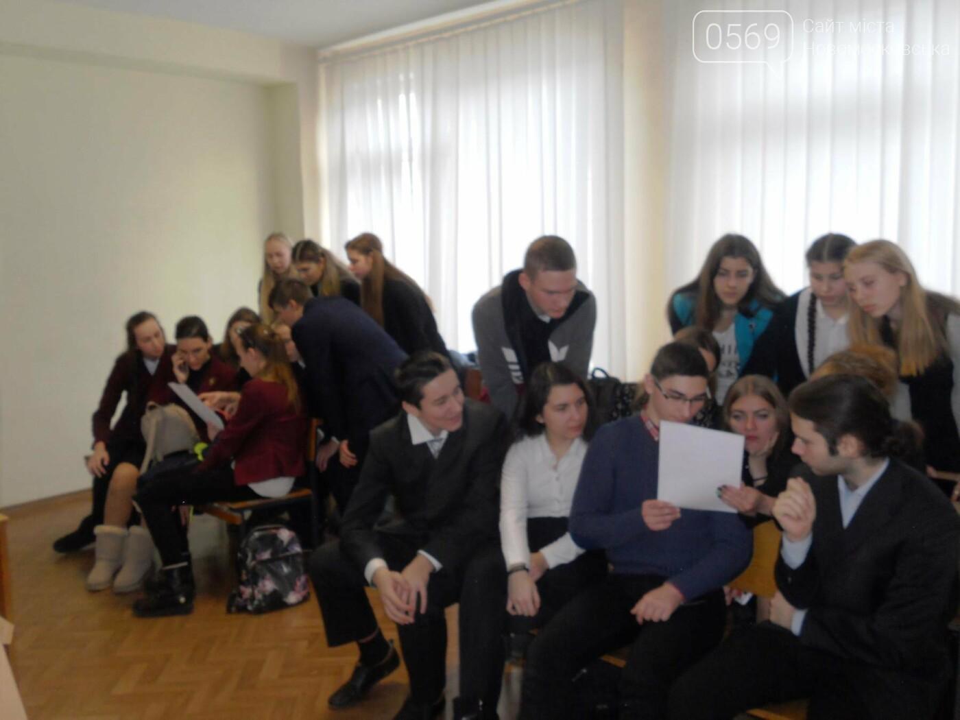 В Новомосковському суді вітали незвичайних гостей, фото-1