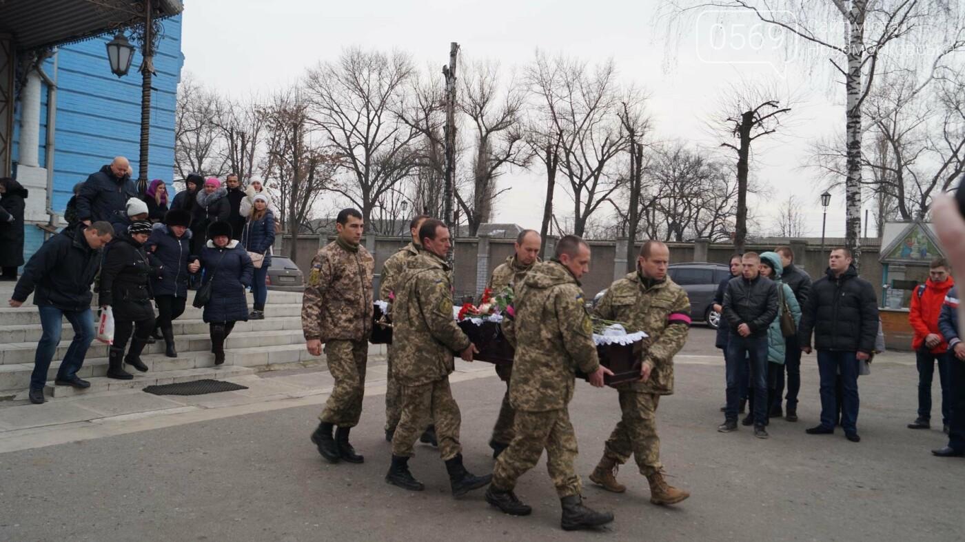 На Дніпропетровщині попрощалися з 24-річним героєм АТО Андрієм Борисенко, фото-11
