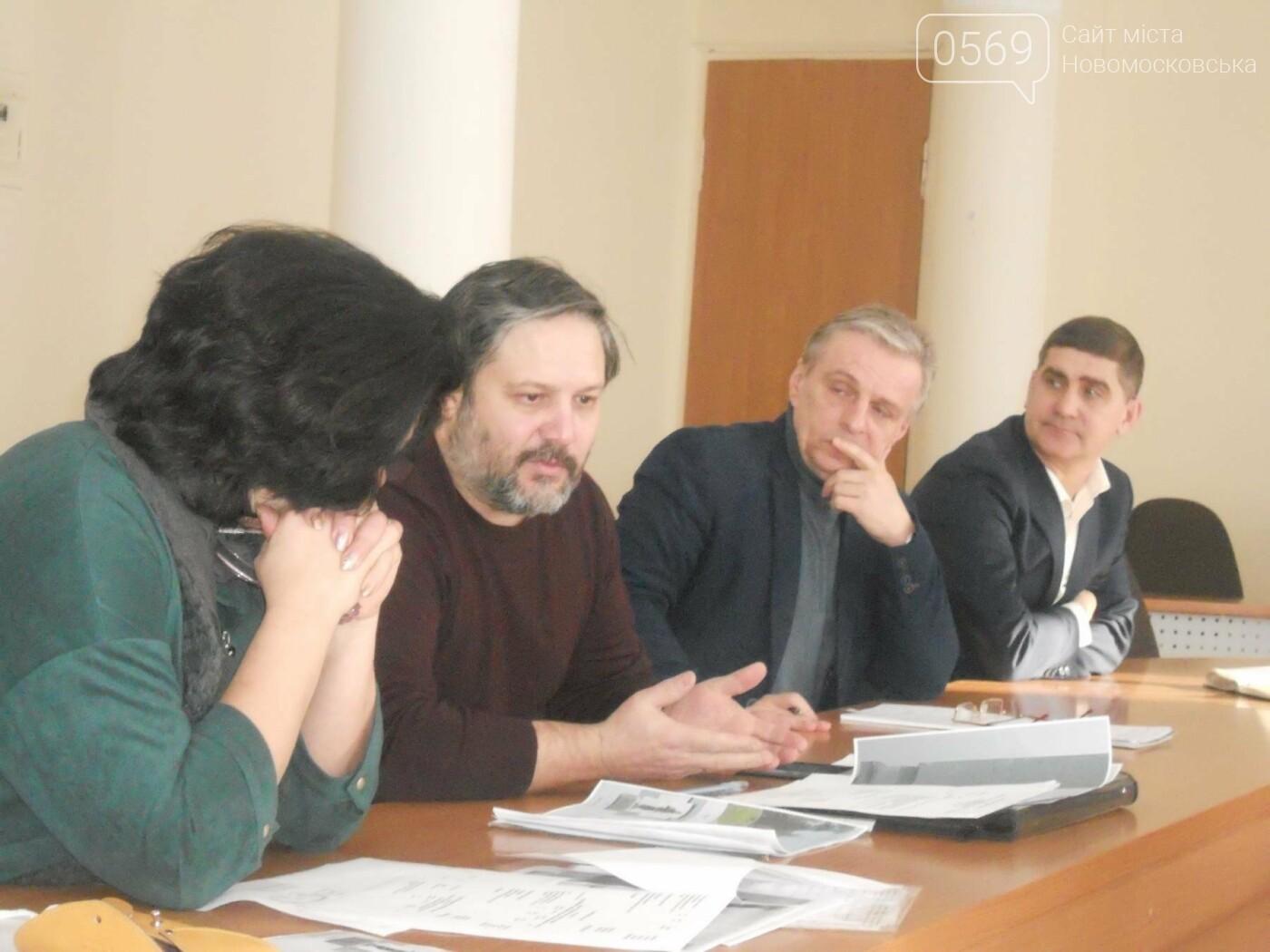 У Новомосковській міськраді відбулася робоча зустріч з автором ескізу памятника героям АТО, фото-3