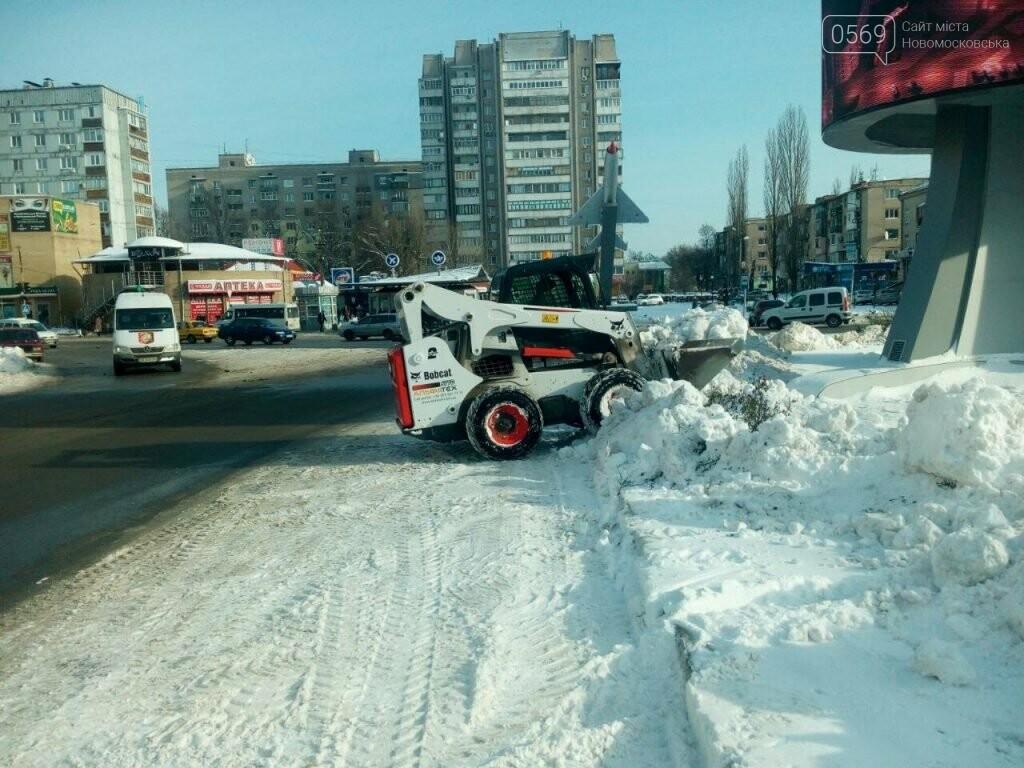 Новомосковские коммунальщики вывозят снег на утилизацию, фото-3