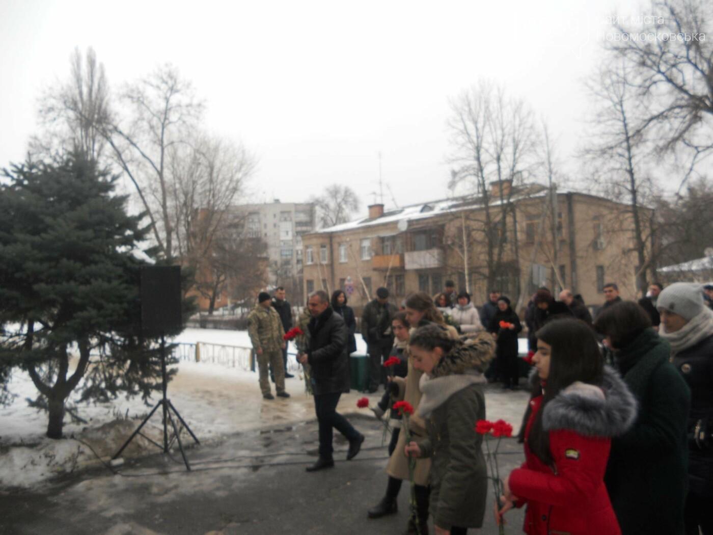 У Новомосковську встановили меморіальну дошку на честь Героя України, фото-10