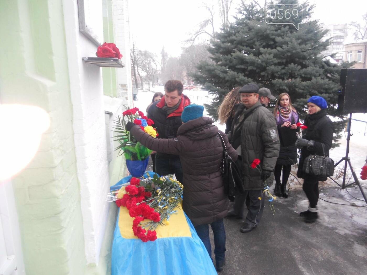 У Новомосковську встановили меморіальну дошку на честь Героя України, фото-11