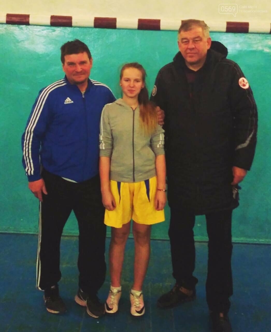 Юные футболистки Новомосковщины готовятся к чемпионату области, фото-1
