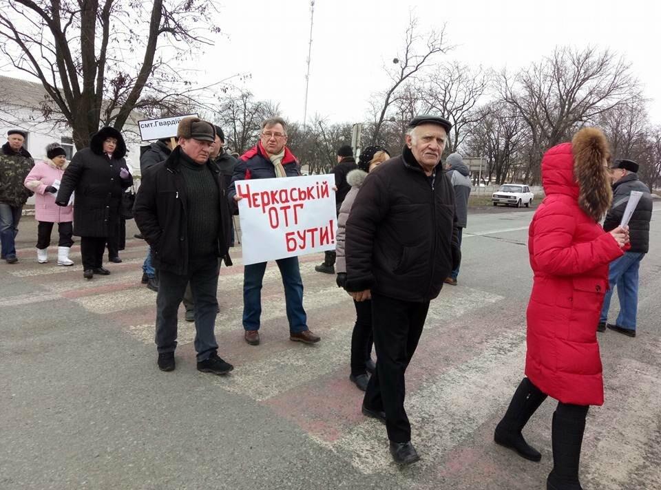 В Черкаській ОТГ не призначили вибори: мешканці перекрили трасу, фото-2