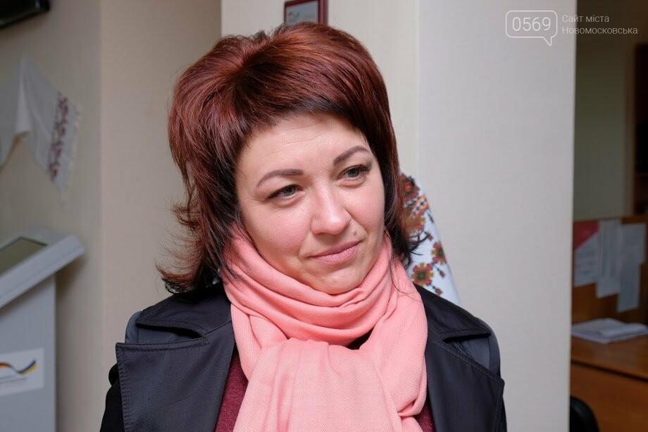 В Новомосковському ЦНАПі привітали відвідувачів з Великоднем, фото-5