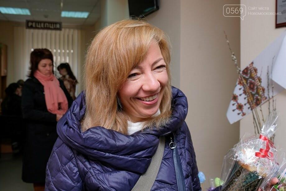 В Новомосковському ЦНАПі привітали відвідувачів з Великоднем, фото-6