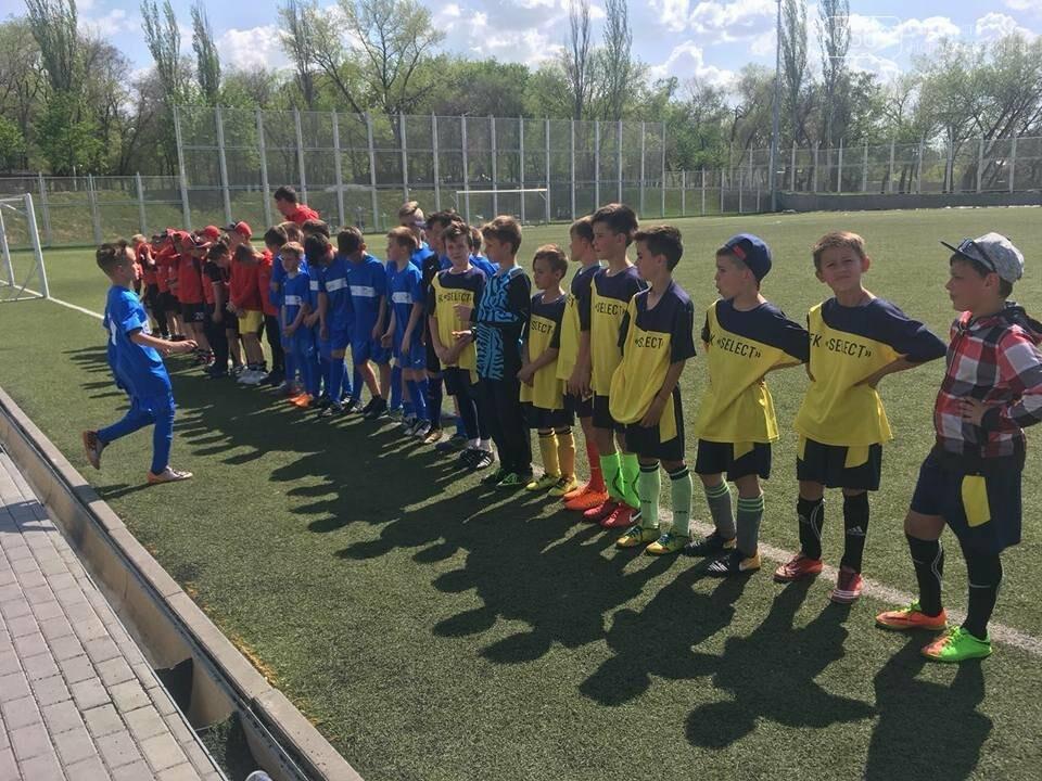 Юные футболисты из Новомосковска стали серебряными призерами областного турнира, фото-1