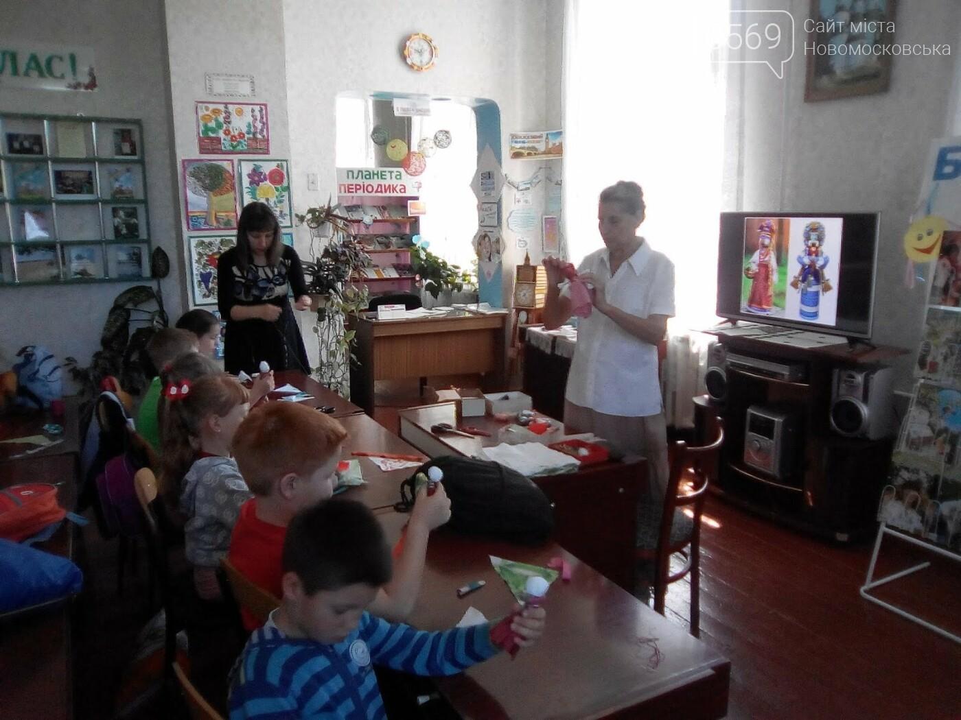 Новомосковські школярі вчилися виготовляти народні іграшки  , фото-3