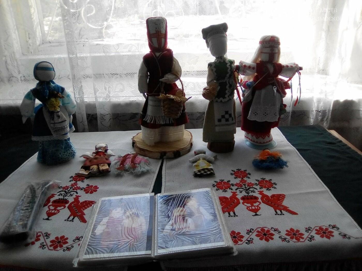 Новомосковські школярі вчилися виготовляти народні іграшки  , фото-1
