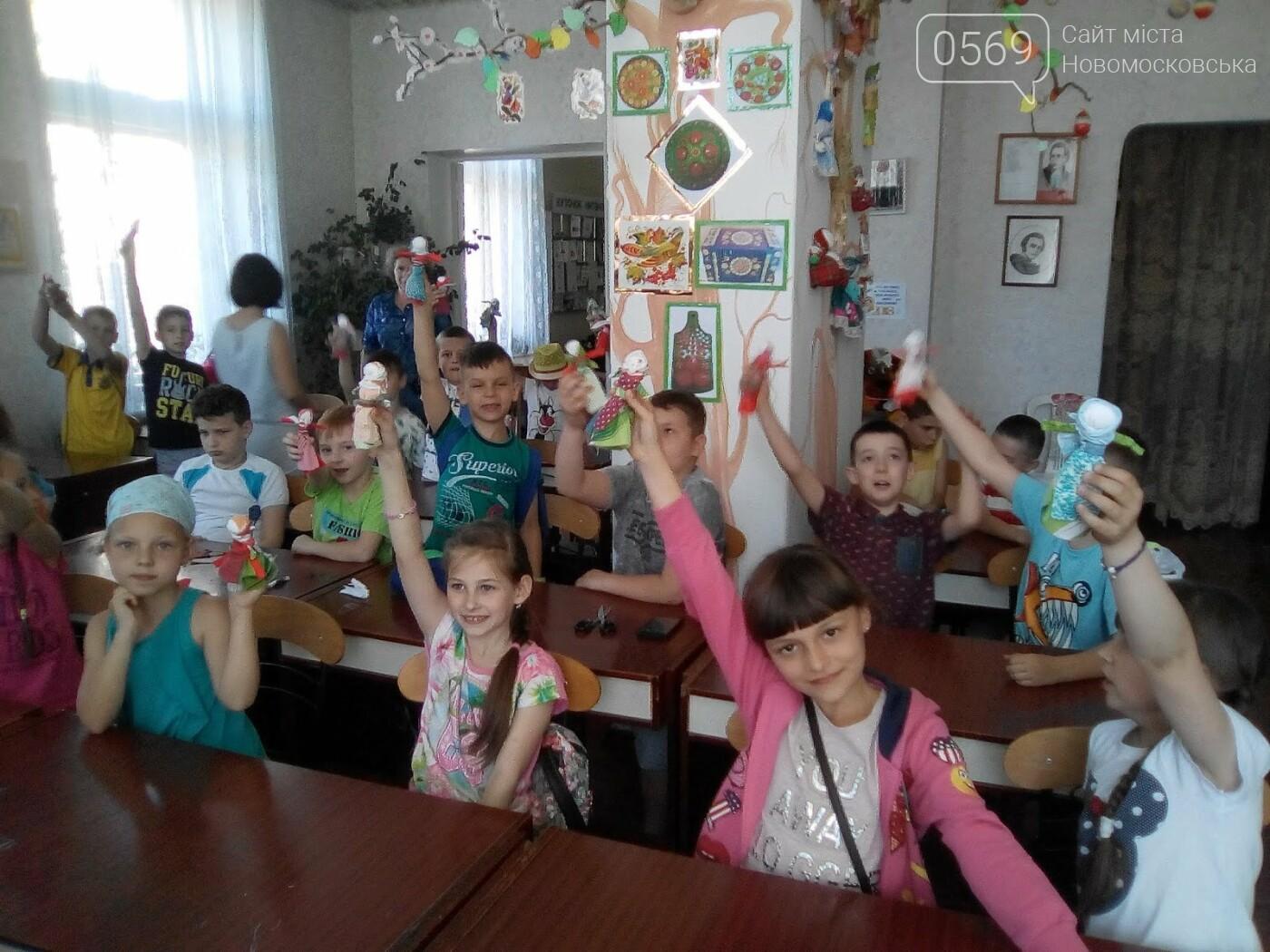Новомосковські школярі вчилися виготовляти народні іграшки  , фото-4