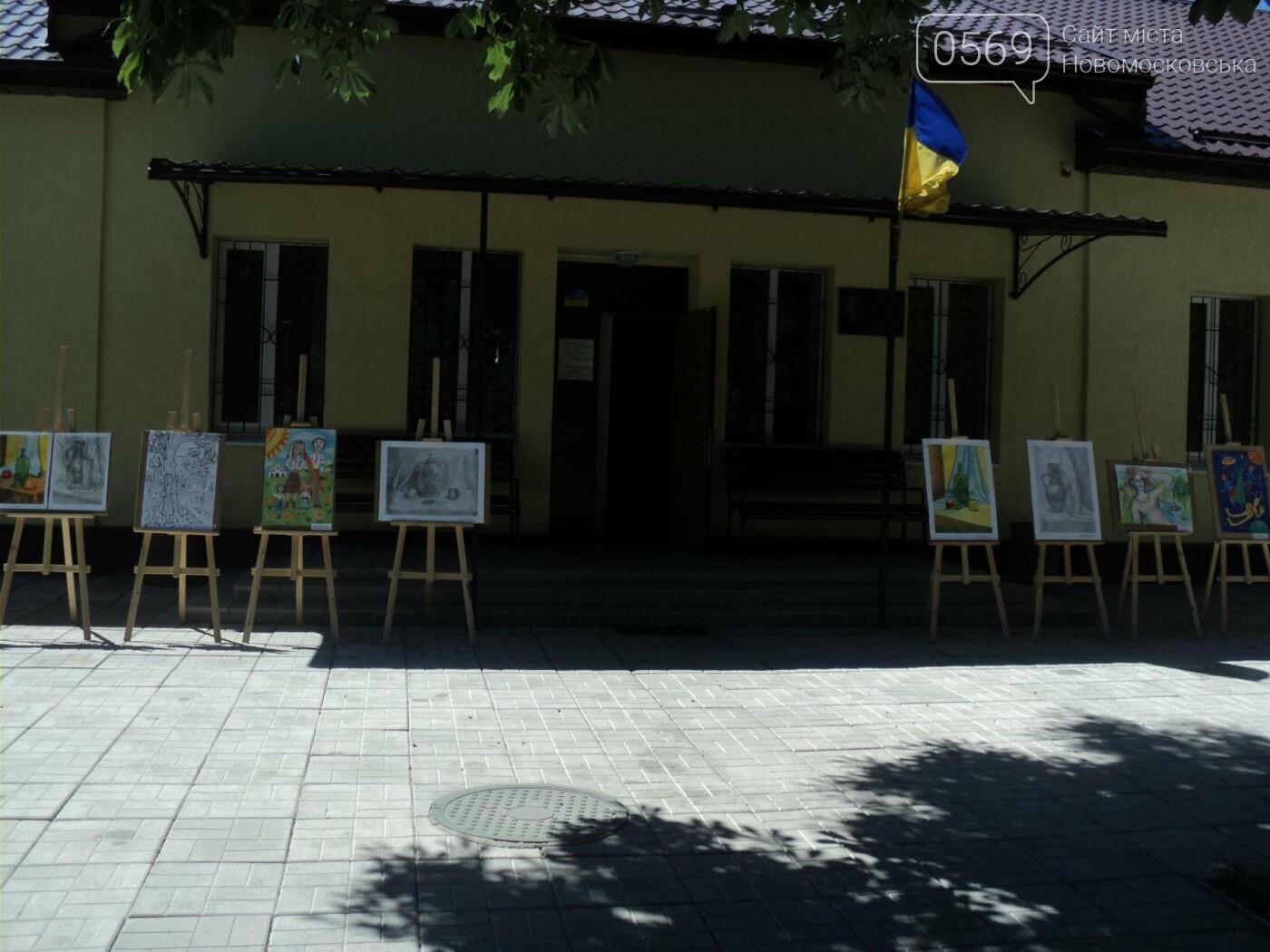 В Новомосковську відкрилась виставка дитячих малюнків, фото-2