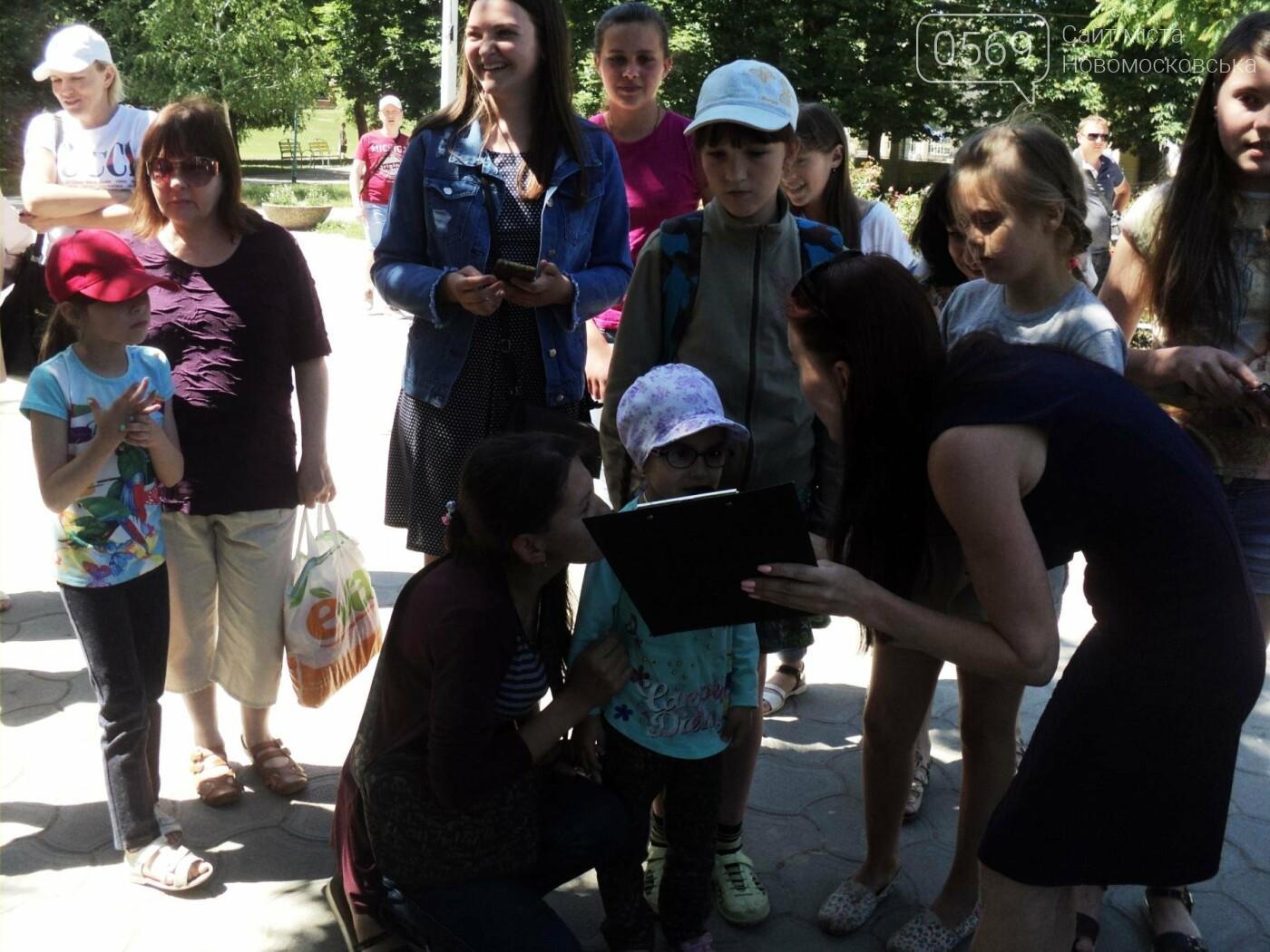 В Новомосковську пройшов конкурс дитячого караоке, фото-8