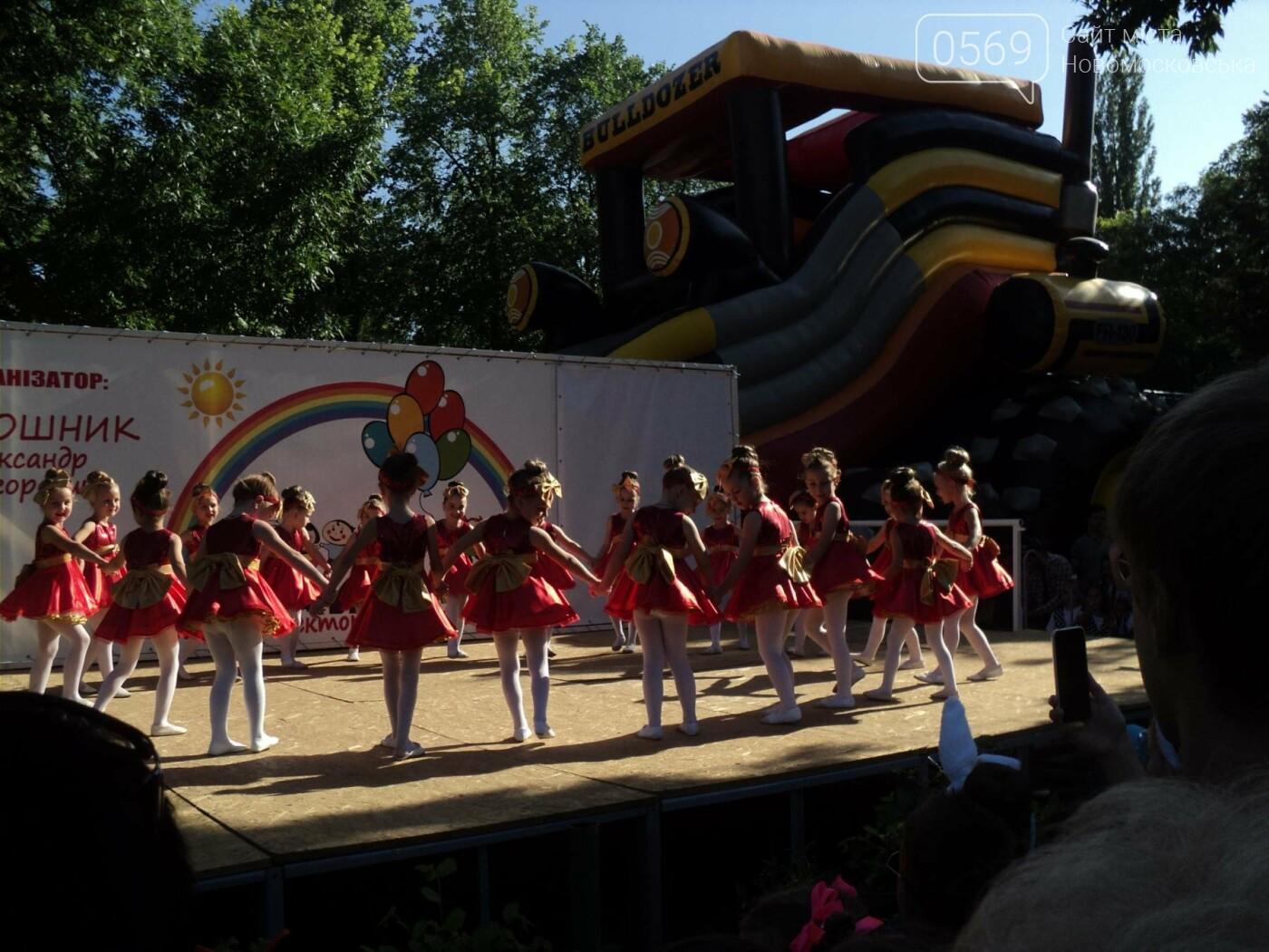 Юні артисти Новомосковська влаштували яскравий концерт до Міжнародного дня захисту дітей, фото-2