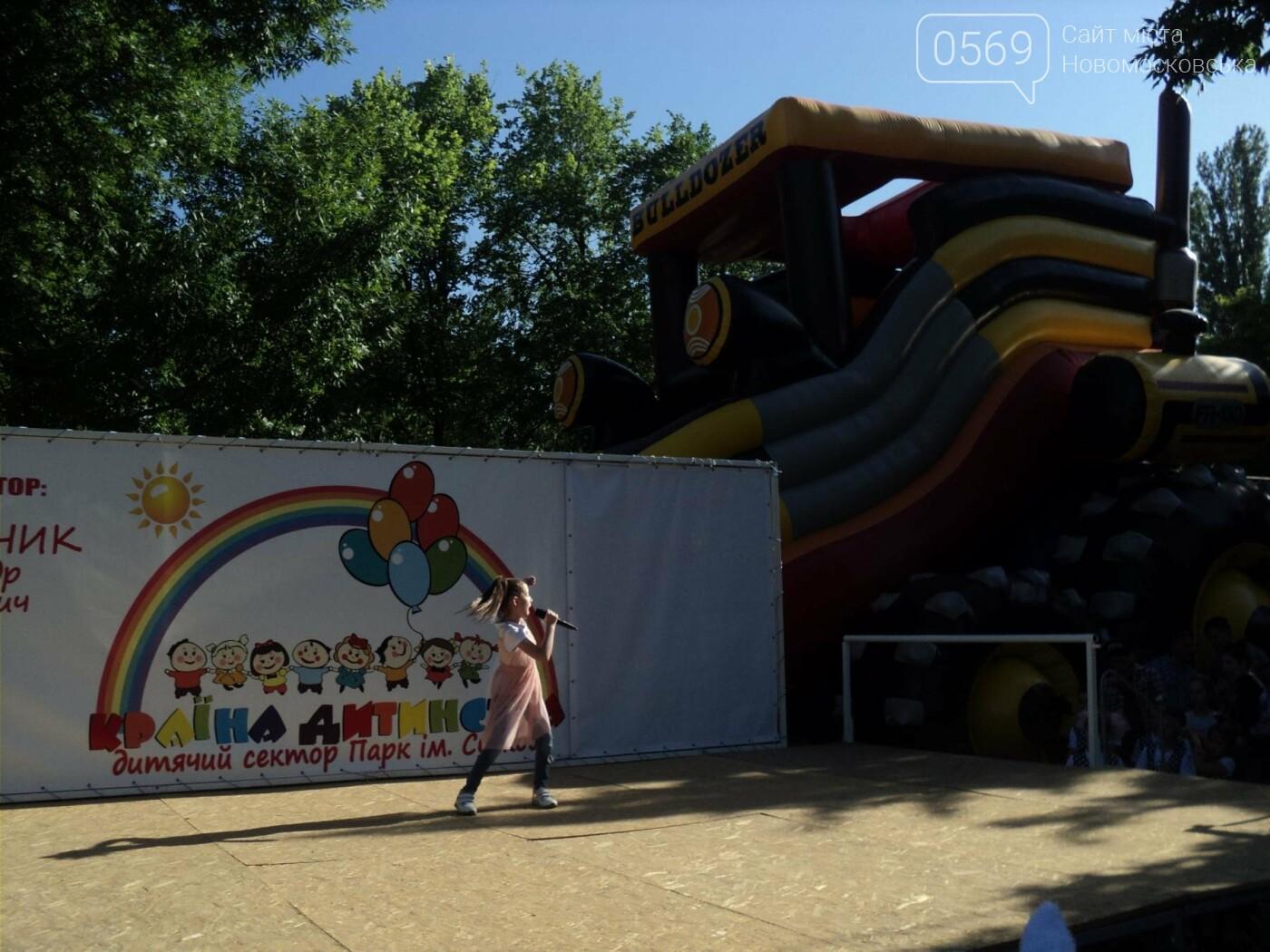 Юні артисти Новомосковська влаштували яскравий концерт до Міжнародного дня захисту дітей, фото-12