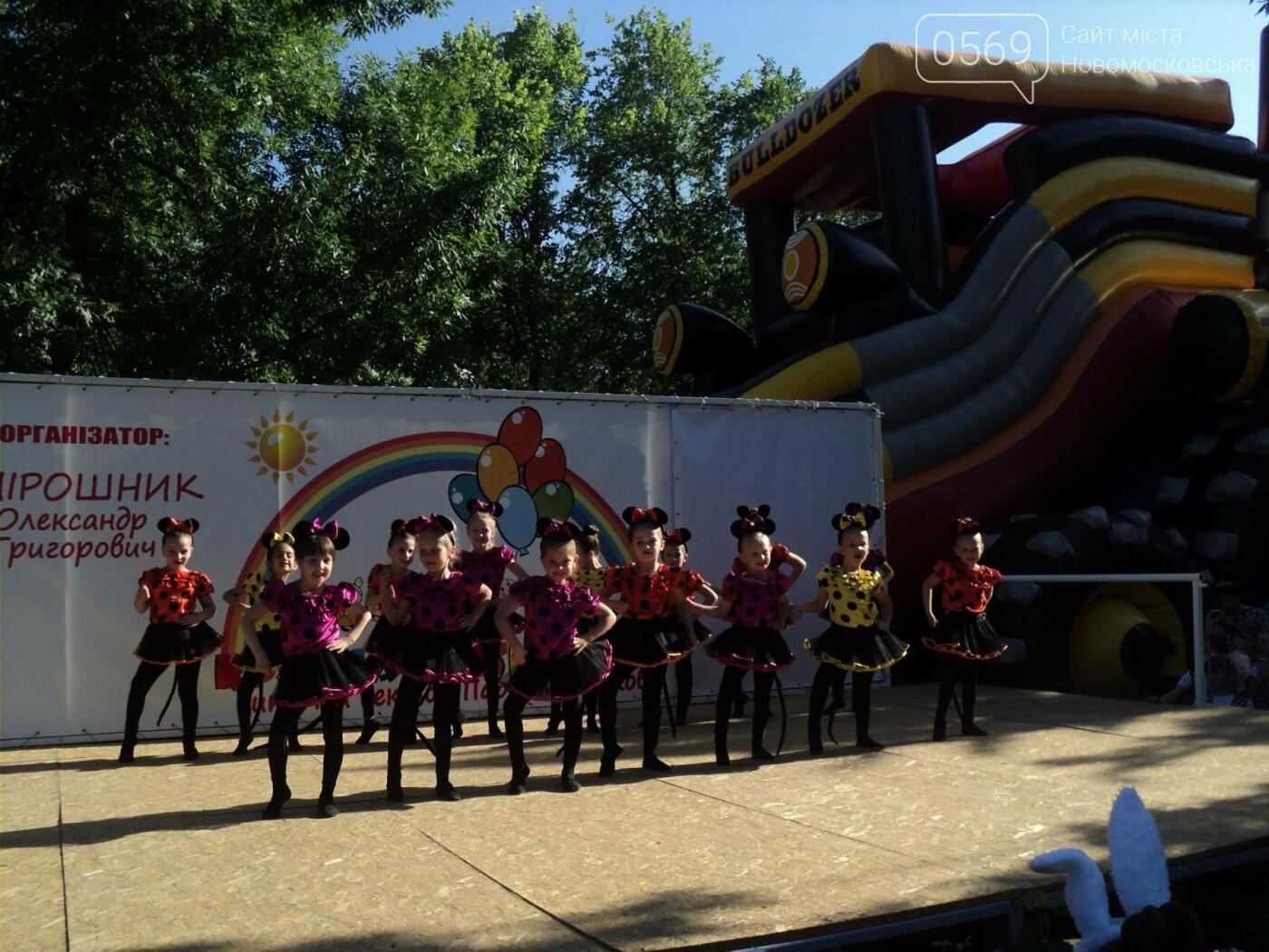 Юні артисти Новомосковська влаштували яскравий концерт до Міжнародного дня захисту дітей, фото-13
