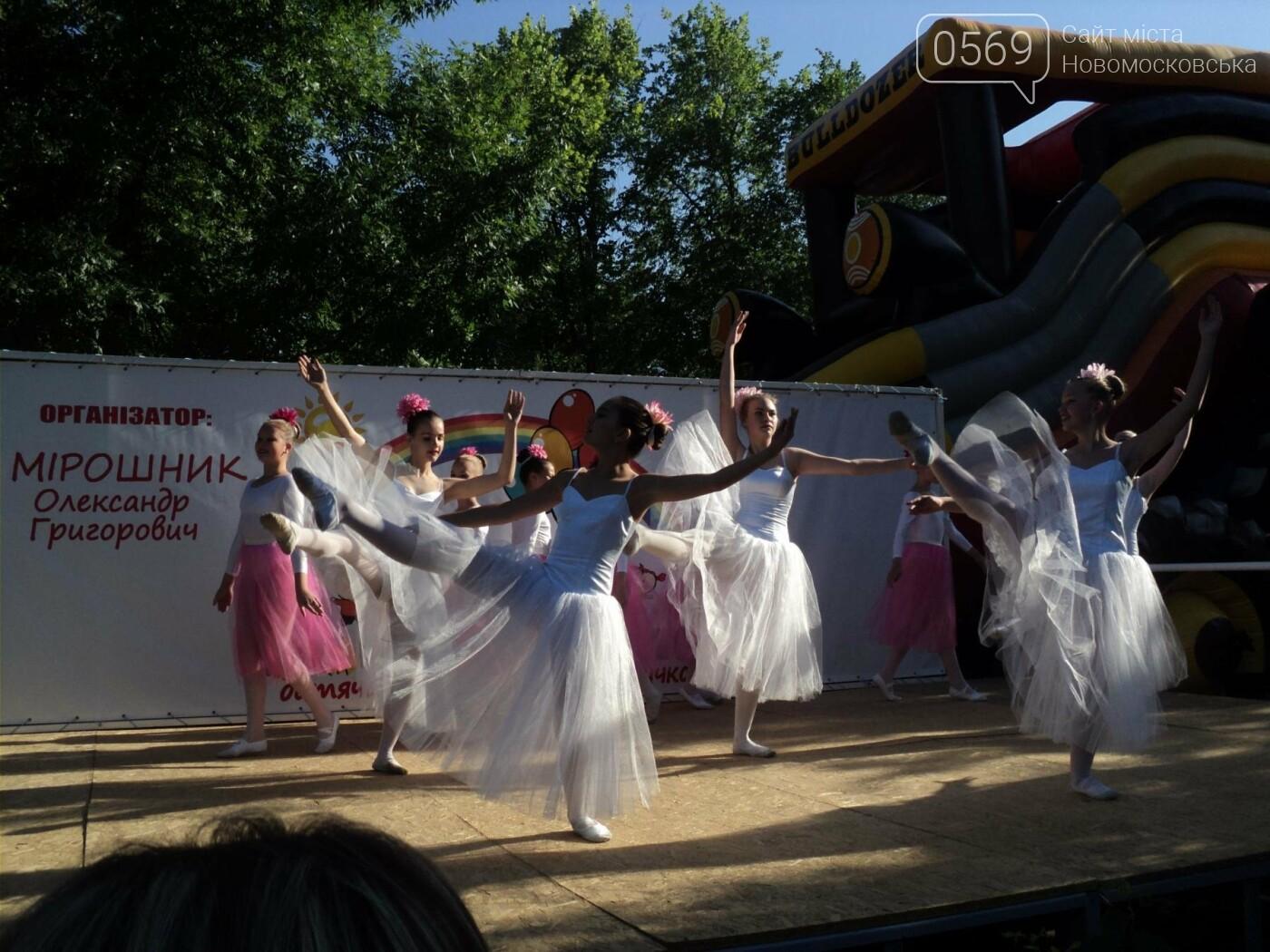 Юні артисти Новомосковська влаштували яскравий концерт до Міжнародного дня захисту дітей, фото-9