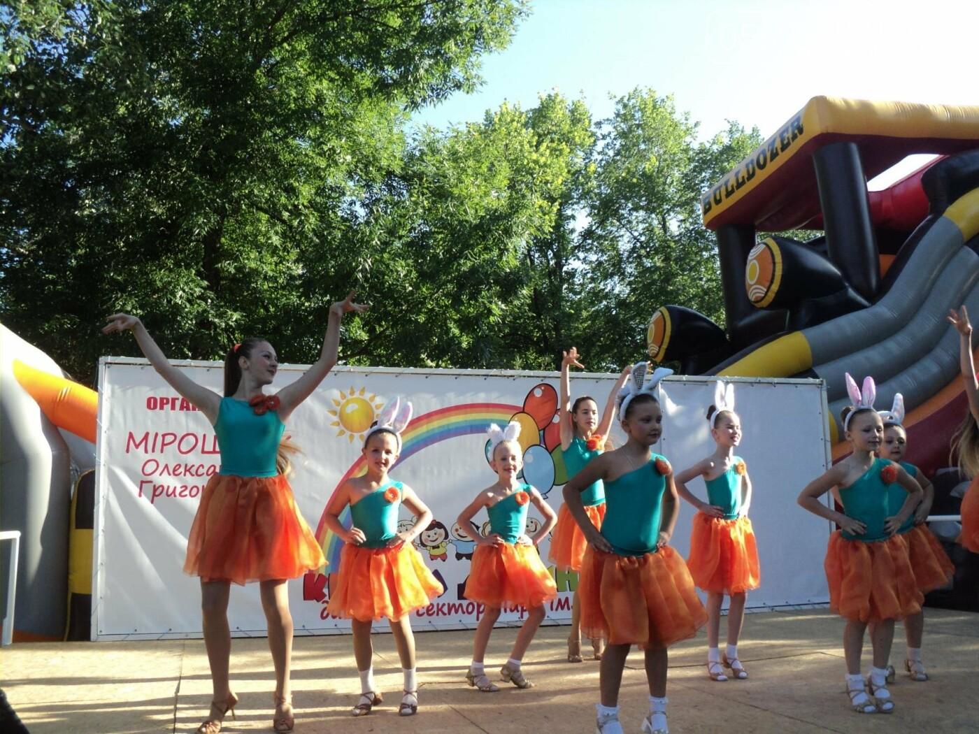 Юні артисти Новомосковська влаштували яскравий концерт до Міжнародного дня захисту дітей, фото-1