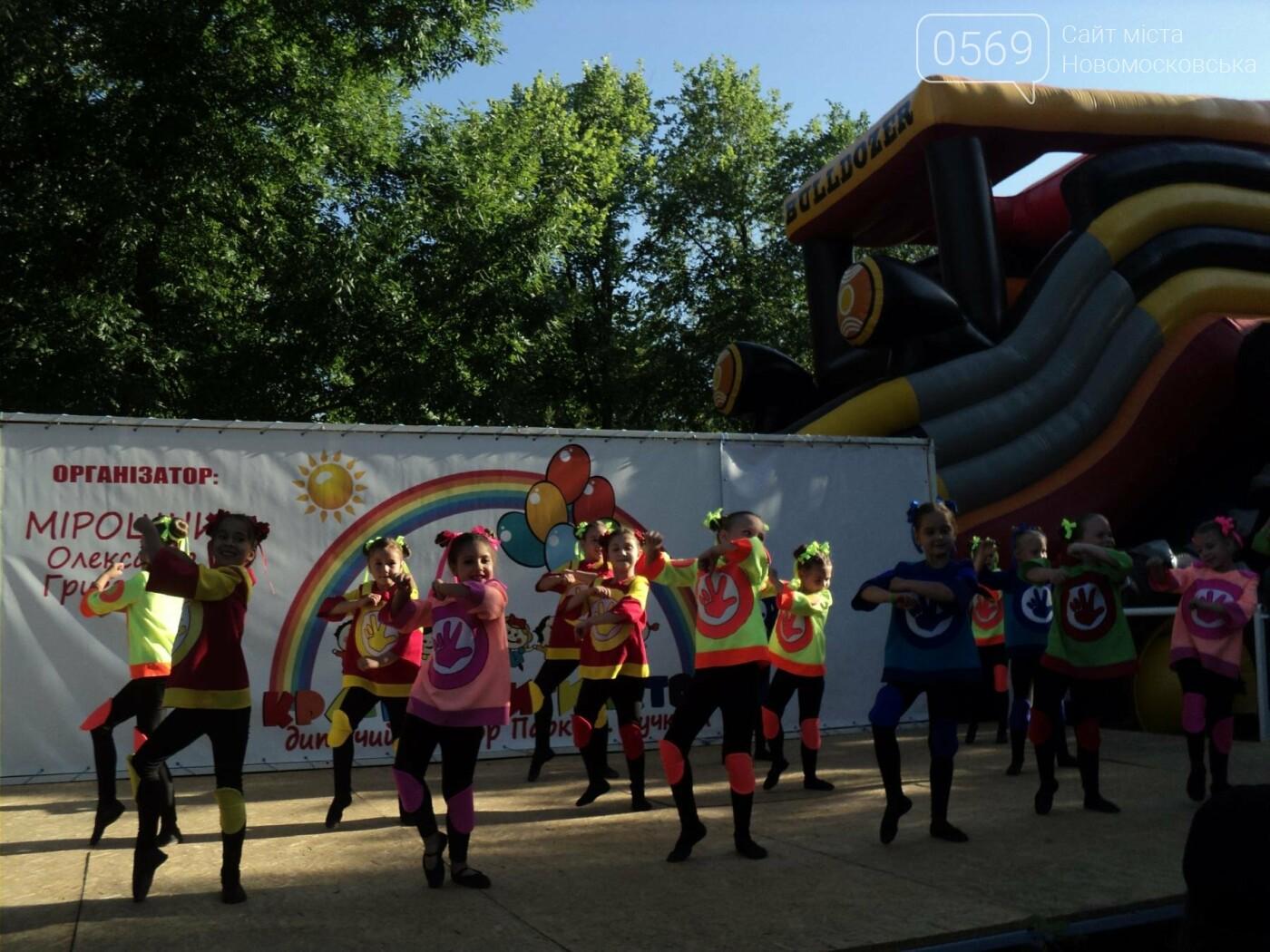 Юні артисти Новомосковська влаштували яскравий концерт до Міжнародного дня захисту дітей, фото-8