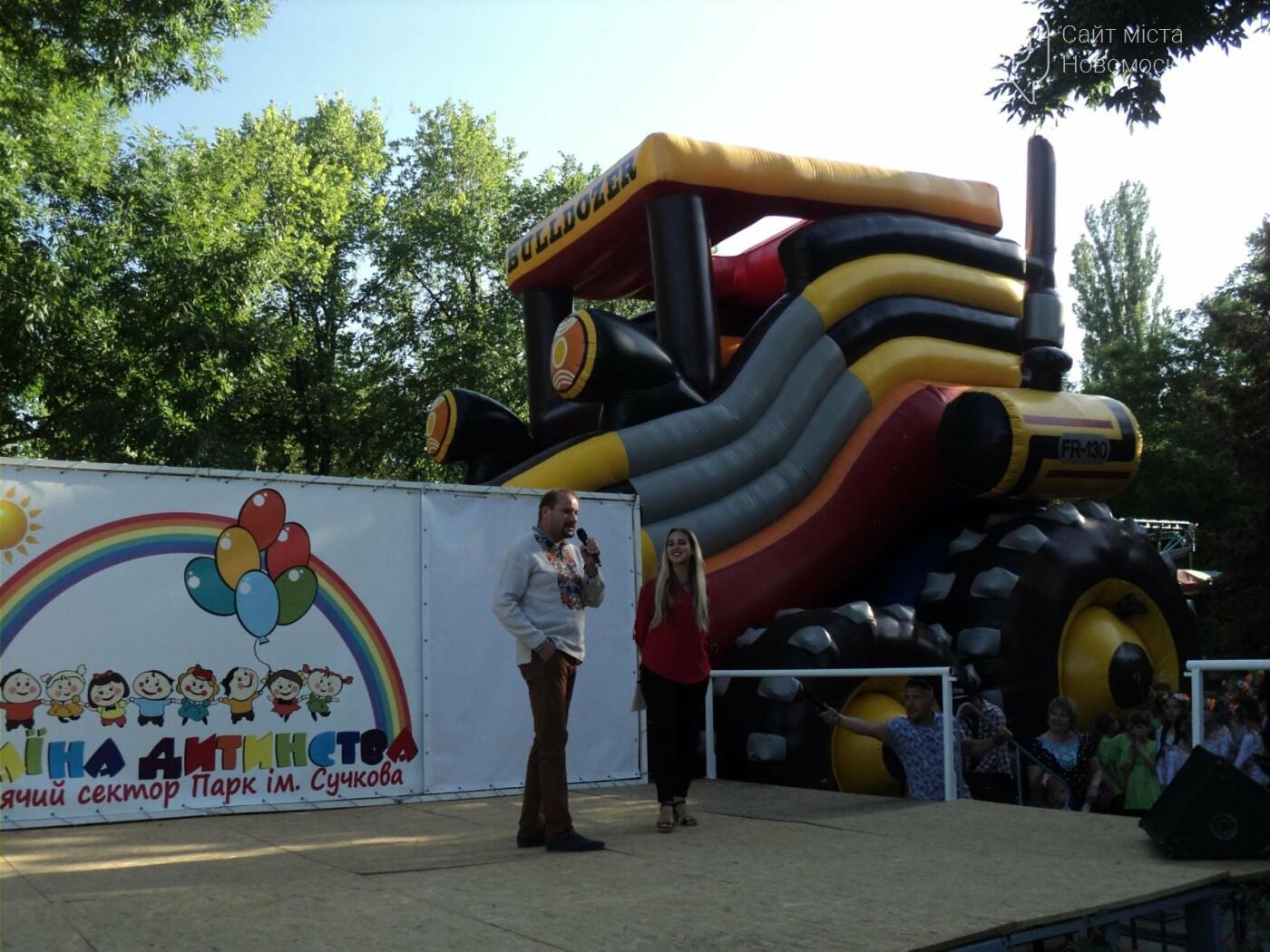 Юні артисти Новомосковська влаштували яскравий концерт до Міжнародного дня захисту дітей, фото-6