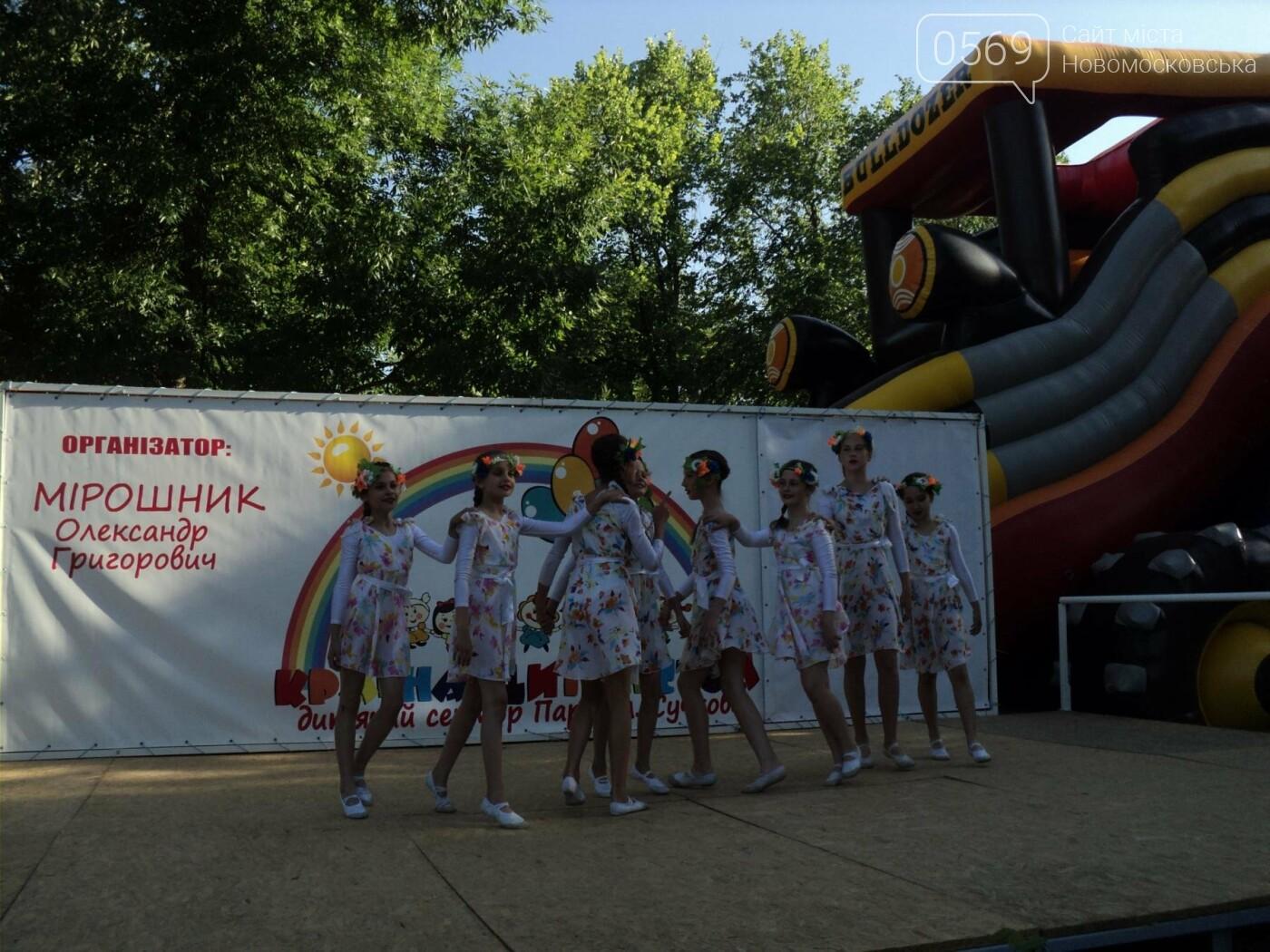 Юні артисти Новомосковська влаштували яскравий концерт до Міжнародного дня захисту дітей, фото-4